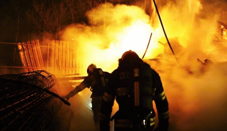 Včera večer hořelo ve Chválkovicích
