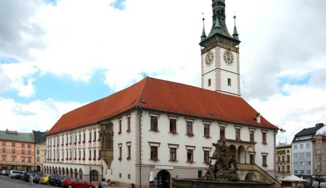 Na radnicích v Olomouci a Přerově od rána zasahují policisté