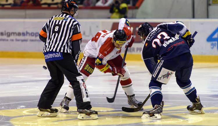 Hokejisté Olomouce deklasovali Vítkovice 9:1, zářil útočník Hrňa
