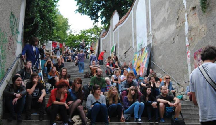 Přijďte si posedět na Michalské schody, druhý ročník festivalu Michalský výpad je tu