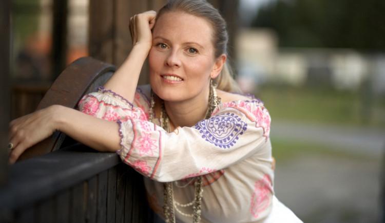 """""""Ta nejhezčí z Kelly Family"""" zazpívá na radničním nádvoří. Do Olomouce přijede Patricia Kelly"""