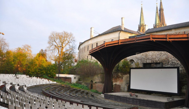 Opuštěné letní kino v Olomouci začíná ožívat, počítá se s promítáním i koncerty