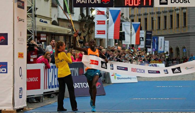Na olomouckém půlmaratonu se opět utká Wilson Kipsang a jeho tehdejší vodič Geoffrey Ronoh