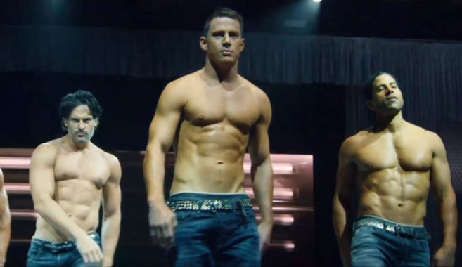 RECENZE: Druhý díl o chlapcích Bez Kalhot je jedním velkým MTV klipem