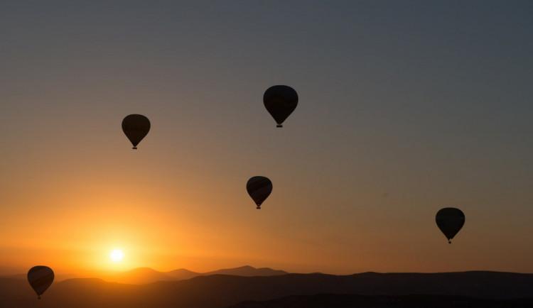 Nebe nad Bouzovem bude patřit horkovzdušným balónům