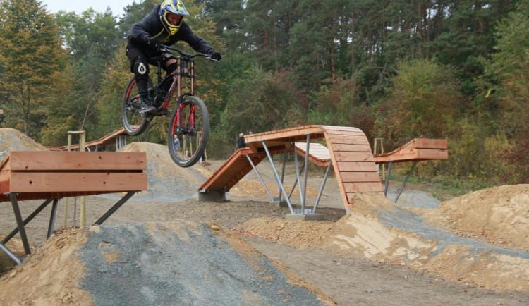 Olomouc má nový bikepark, vyřádí se jak začátečníci, tak zkušení mazáci