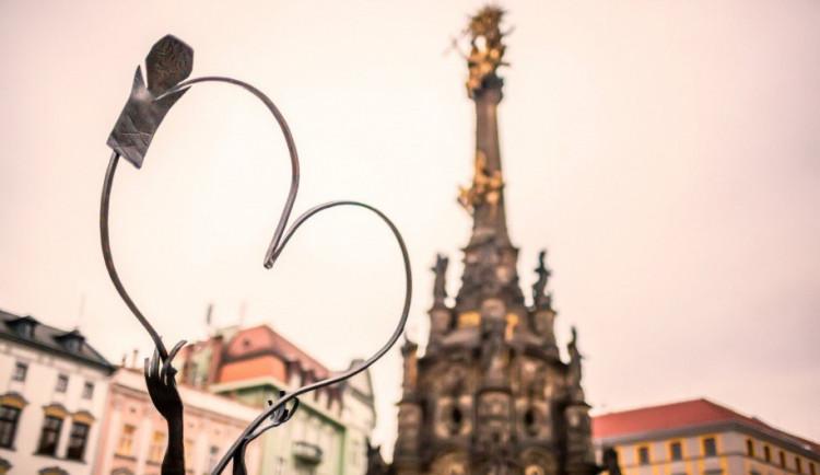 Valentýnské kovové srdce Olomouce už je zase na svém místě