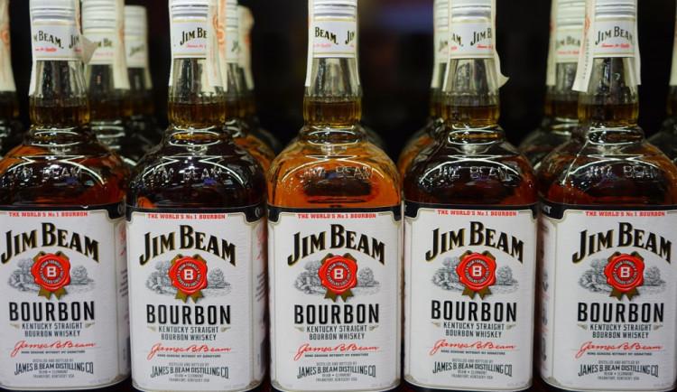 V olomouckém hypermarketu muž ukradl sedm lahví whisky, schoval si je pod bundu