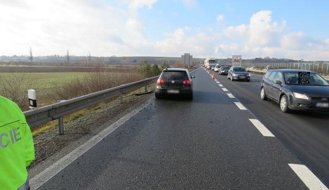 Hledají se svědci nehody z dálnice ve směru na Ostravu