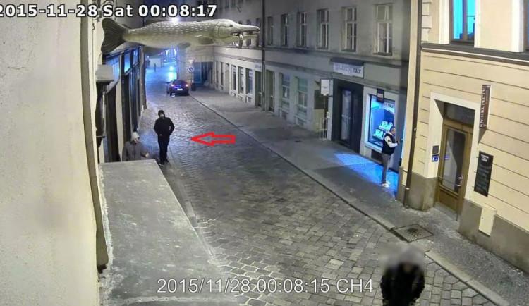 Policie zjišťuje totožnost sprejera, žádá veřejnost o pomoc