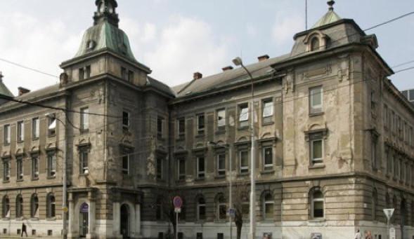 Zloděj vykradl kliniku v centru města, odnesl si trezor s desítkami tisíc