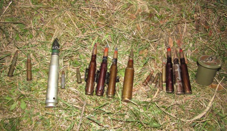 Děti vytahovaly na udici z radíkovského rybníka munici, zakročit museli pyrotechnici