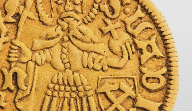 Vlastivědné muzeum vystavuje unikátní zlatý poklad, který byl nalezen na šibeničním vrchu u Uničova