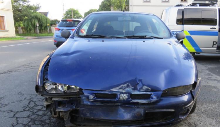 Devatenáctiletý mladík nezvládl řízení, dostal smyk a narazil do domu