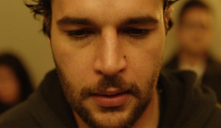 Hněv, něha i humor. Kino Metropol v úterý uvede oceňovaný film James White
