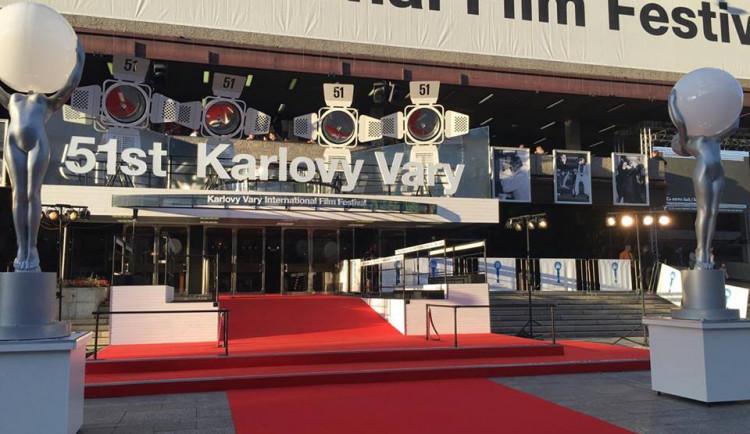 Drbna na výletě: Filmy, alkohol a nedostatek spánku, hlavní znaky karlovarského filmového festivalu