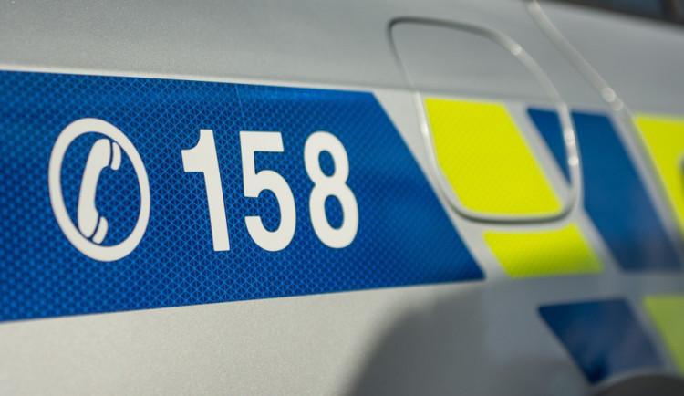 V Hodolanské ulici přistihla pozorná policejní hlídka zloděje přímo při činu