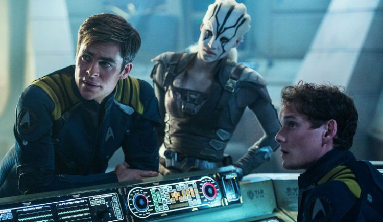 RECENZE:  Nejnovější Star Trek je tentokrát spíš akční střílečka a boj o přežití