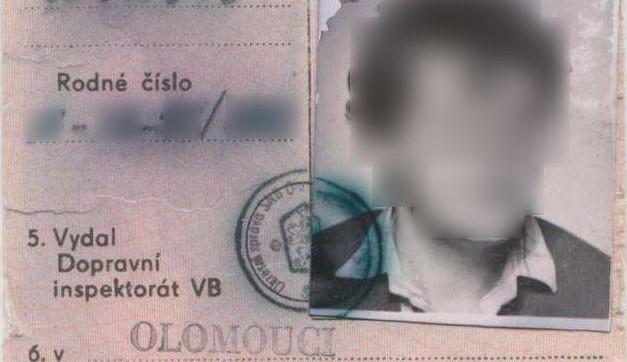 Muž jezdil 27 let s padělaným řidičským dokladem, policie ho odhalila až letos při silniční kontrole