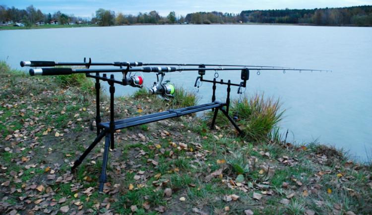 Neznámý zloděj ukradl ze sklepa rybářské vybavení