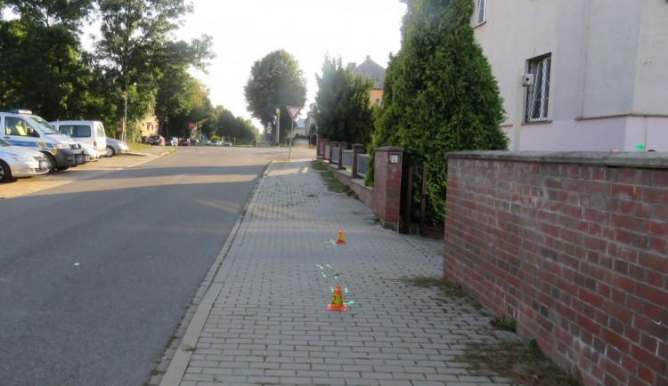 Policie se snaží objasnit nehodu sraženého cyklisty, který hned po nehodě ujel. Hledá jeho nebo případné svědky