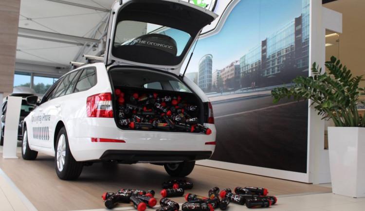 Porsche Olomouc oslavilo desáté výročí otevření autosalonu soutěží o telefony Apple
