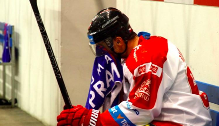 Ostudná první třetina položila Kohouty v duelu s Pardubicemi na lopatky, doma prohráli 2:4