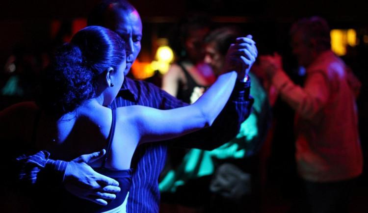 Díky potyčce na plese může výtržník skončit až na dva roky ve vězení
