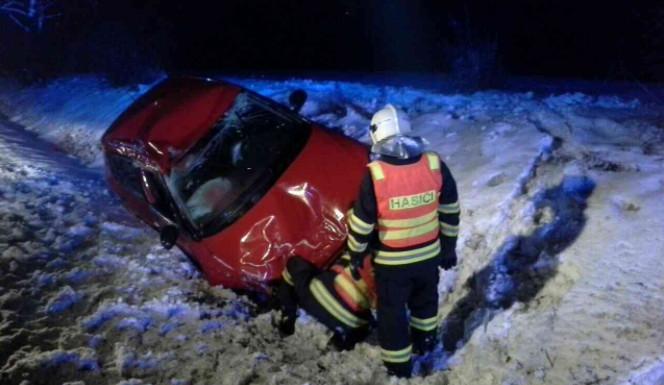 Od čtvrtka se stalo v souvislosti s počasím v kraji 32 dopravních nehod