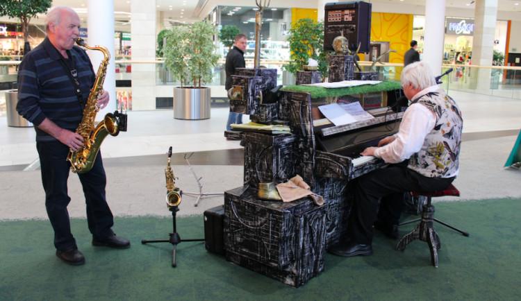 Pianothéka Richarda Pogody není pouze pro starší ročníky