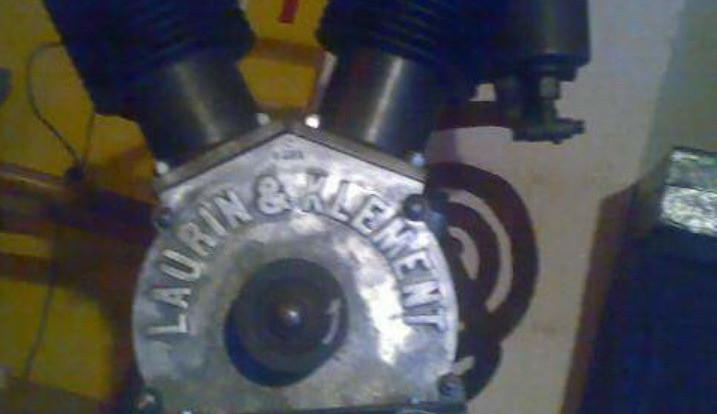 Zloděj ukradl téměř 130 let starý motor Laurin a Klement, majiteli způsobil škodu za 200 tisíc