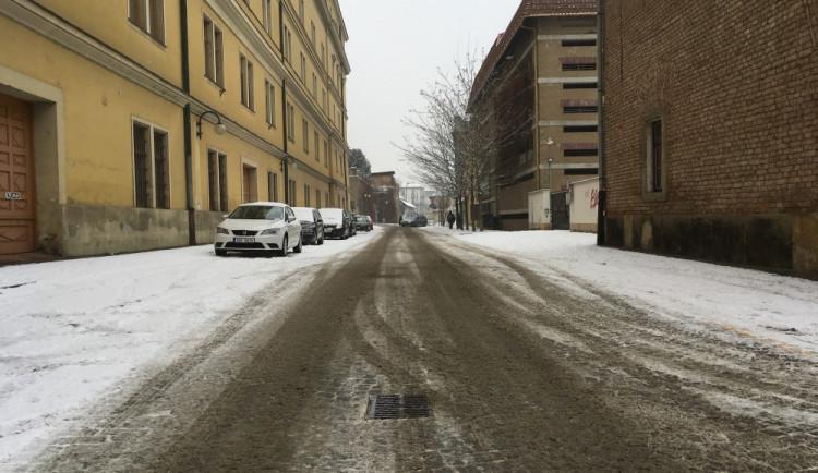 Silnice v kraji pokryl sníh, všechny jsou ale zatím sjízdné