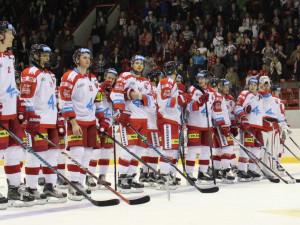 Kohouti se s fanoušky rozloučili v posledním zápase sezóny vysokou výhrou nad Pardubicemi