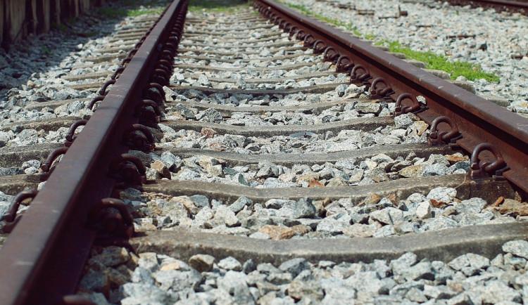 Na Přerovsku vlak srazil a zabil člověka, trať stála tři hodiny