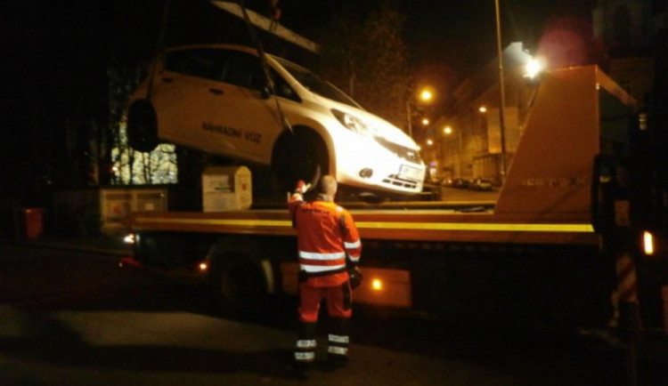 Řidiči nerespektují dočasné dopravní značení umístěné kvůli rekonstrukci ulice 1. máje
