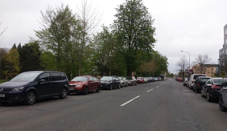 """Jarní Flora způsobila """"parkovací"""" kolaps. Nedalo se zaparkovat v Šantovce ani v centru"""