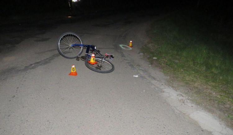 Neosvětlený a opilý cyklista vyrazil v noci do silničního provozu. Skončil v nemocnici