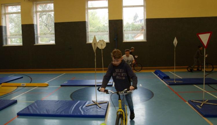 V Šumperku se děti zúčastnily bezpečnostní akce, na koloběžkách řešily dopravní situace