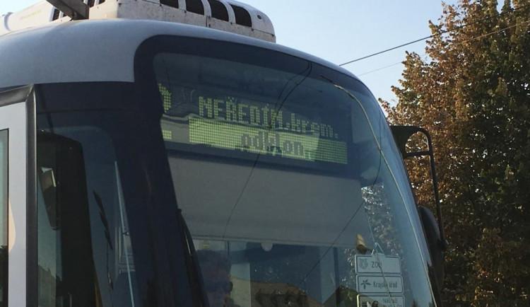 Dodávka nedala přednost tramvaji, kvůli prudkému zastavení se zranila cestující