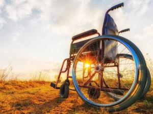 Už patnáctý rok si v olomouckých ulicích budete moci koupit zasukované tkaničky, pomůžete lidem na vozíku