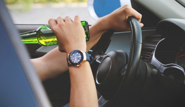 Víkend ve znamení opilých na silnicích. Policisté načapali řidiče i cyklisty