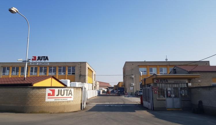 Výrobní závod Juta v Olomouci pokračuje v modernizaci závodu. Nyní nabírá nové posily