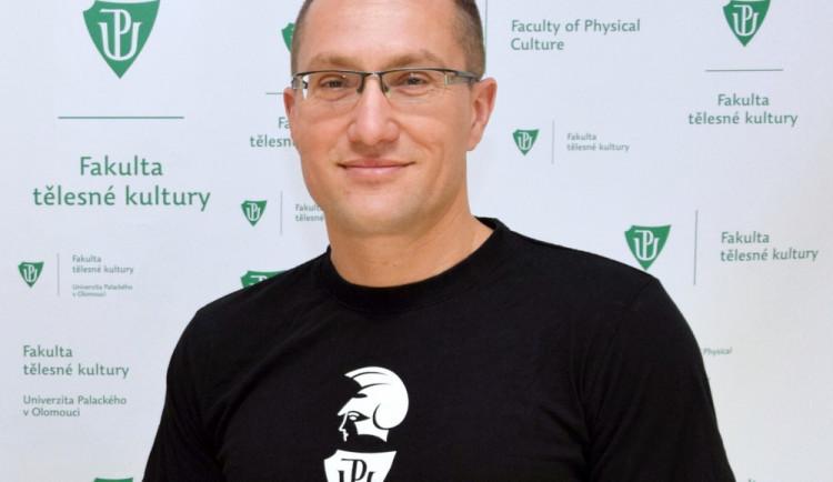 Novým děkanem Fakulty tělesné kultury je Michal Šafář. Byl například psychologem Petry Kvitové