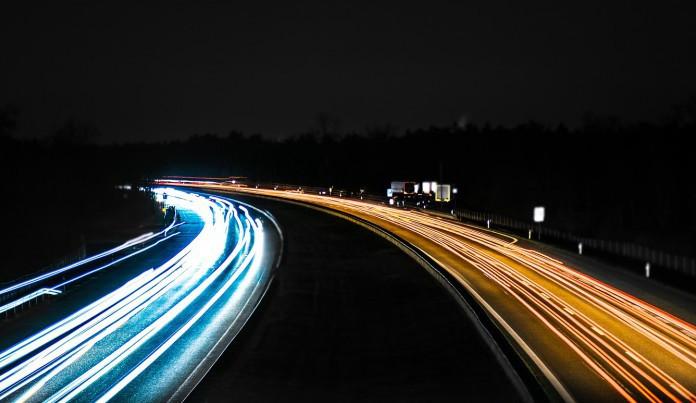 Za tmy může být vyšší než padesátikilometrová rychlost smrtelným hazardem