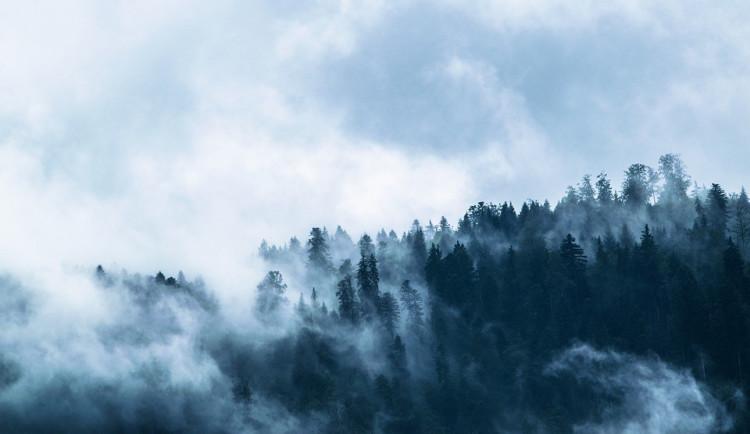 POČASÍ NA PONDĚLÍ: Přes den teploty do šesti stupňů, večer bude na většině území pršet