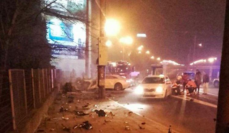 Při dopravní nehodě na Wolkerově ulici zemřela mladá žena