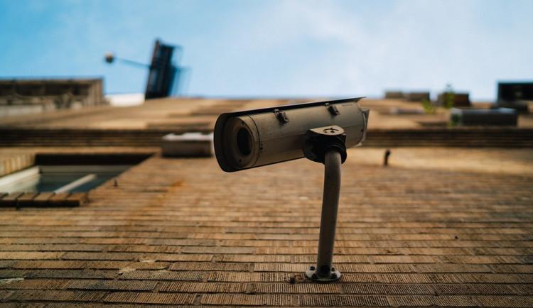 Uničov hlídá nový inteligentní kamerový systém, bez obsluhy sám pozná podezřelé dění v ulicích