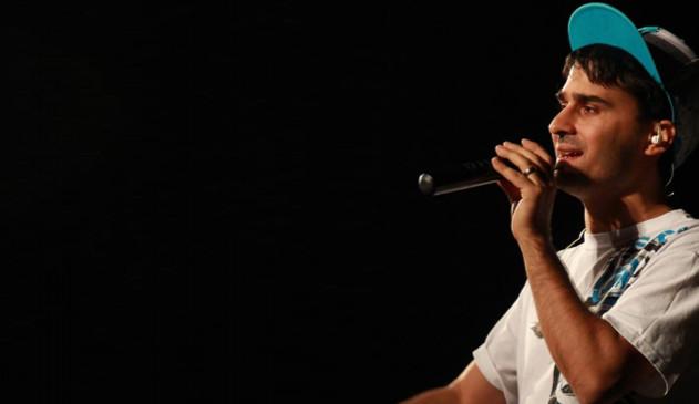 Muž z Prostějova vyhrožoval na facebooku zpěvákovi, dnes jde k soudu
