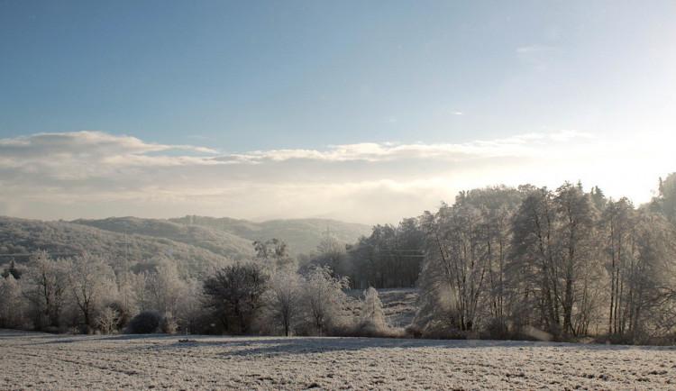 POČASÍ NA SOBOTU: Bude zataženo a místy čekáme sníh
