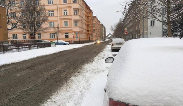 Husté sněžení odpoledne zkomplikovalo dopravu na Olomoucku, D35 byla na hodinu kvůli sněhu uzavřena